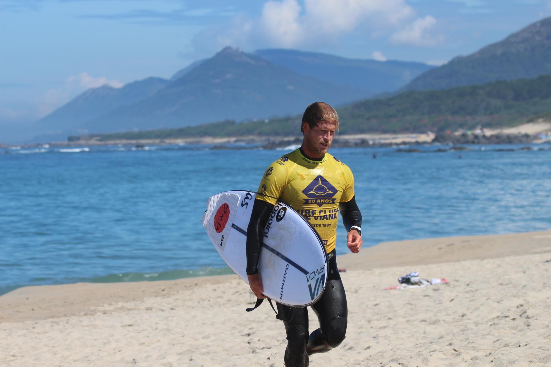 Seleção Olímpica de Surf alemã realiza estágio no CAR Surf de Viana